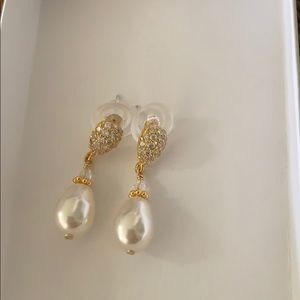 NWT Sarah Walsh Jewelry Gold & Pearl Drop Earrings